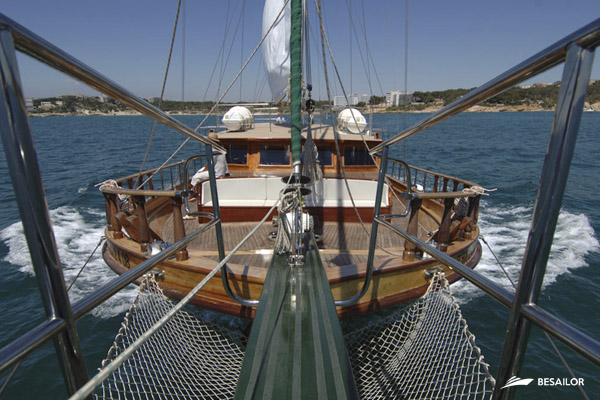 Schooner for rent in Barcelona