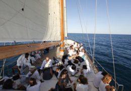 alquiler de barco en un evento de team building en barcelona