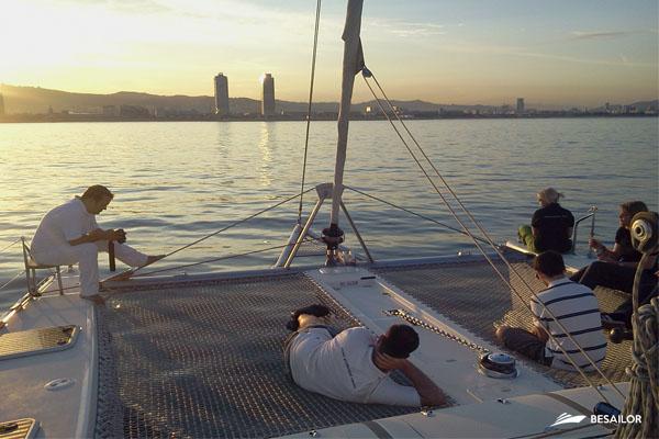 catamaran-nautitech-40-con-puesta-de-sol