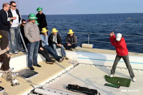 Golf Fishing con césped artificial y pelotas de golf biodegradables
