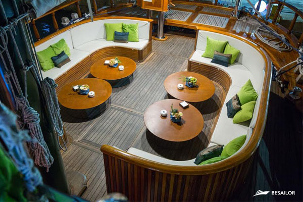 living-room-in-deck-of-boat-for-events