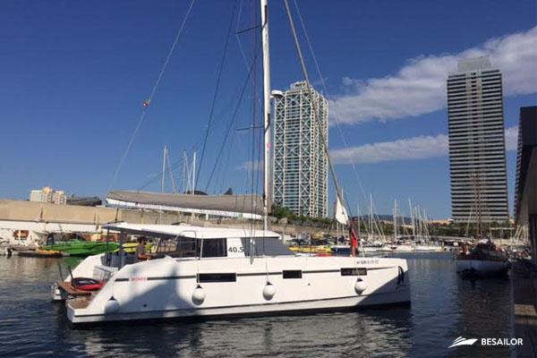 nautitech-40-estacionado-en-medio-del-mar