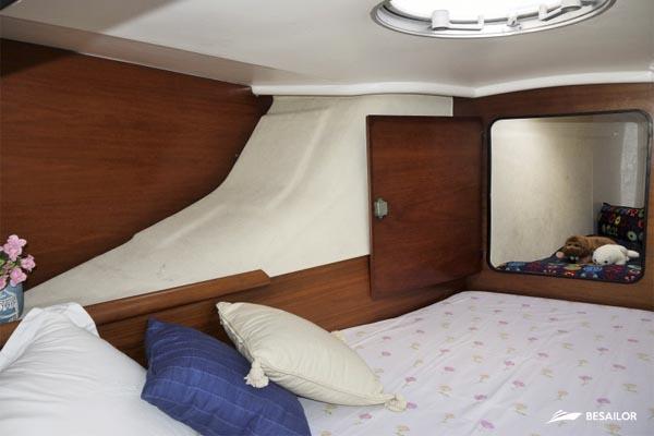 Camarote con compartimento para niño o niña en Pajot 40