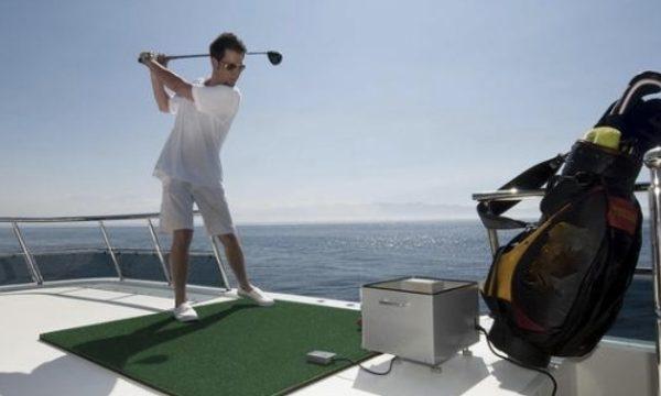 Juega a golf desde la cubierta de un Yate con Besailor.net