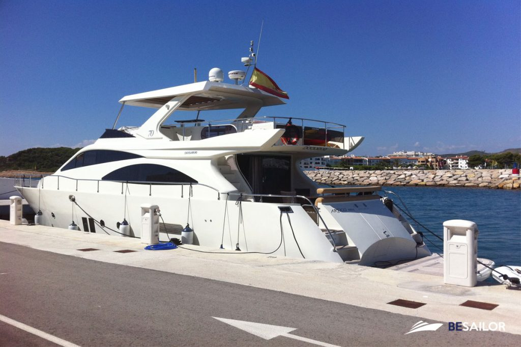 Spacious Doqueve 70 Yacht with modern equipment