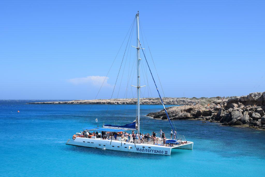 Catamarán para eventos sobre agua