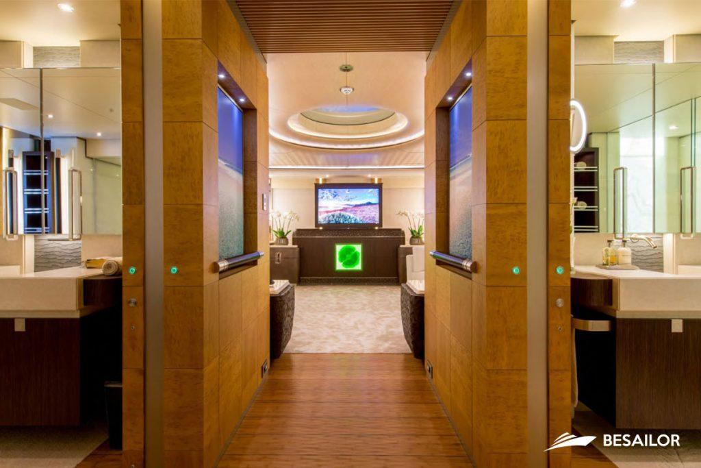 Bath luxurious double cabin main in super yacht nirvana