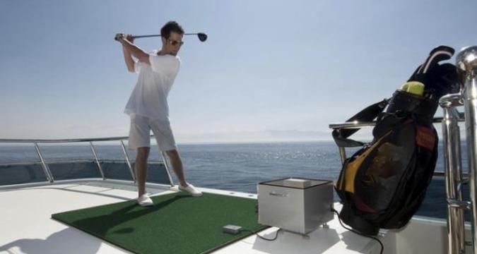 Juega a golf desde la cubierta de un Yate